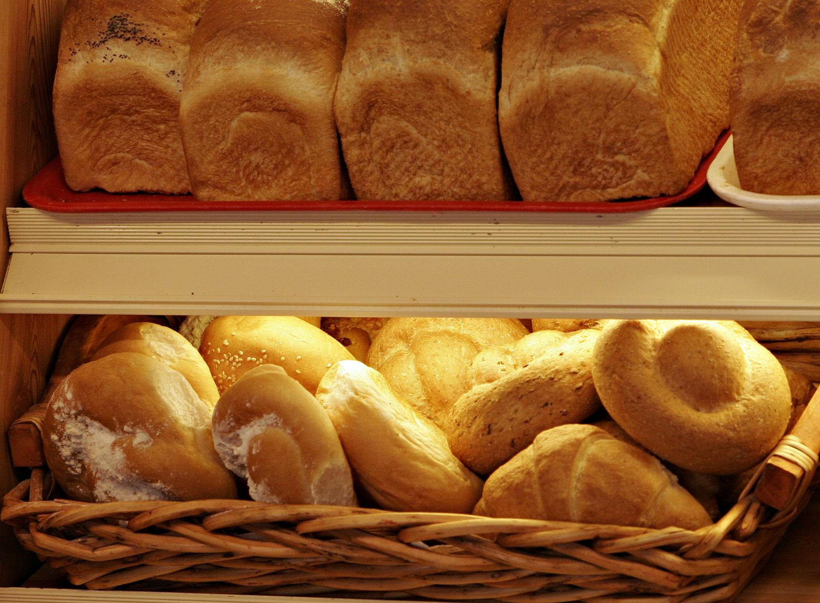 http://moslenta.files.wordpress.com/2010/08/breads_and_rolls.jpg